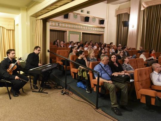 Némafilmvetítés élő zenével, Benedekfi István zongora, Benedekfi Zoltán hegedű
